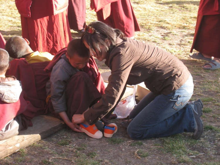 sonam-helping-monk